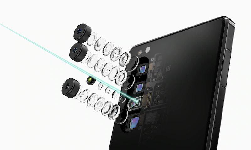 3. 3眼カメラ+iToFセンサーからなるカメラ部